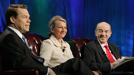 David Rehr, the president and chief executive of NAB with FCC commissioners Deborah Taylor Tate and Michael Copps at NAB 2007. Photo: NAB.