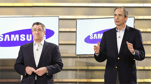 Glenn Britt, the chief executive of Time Warner Cable, and Brian Roberts, the chief executive of Comcast, supporting Samsung at CES 2011. Photo: CES