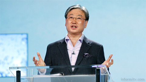 Boo-Keun Yoon, the president of the Samsung visual display business giving a keynote presentation at CES 2011. Photo: CES