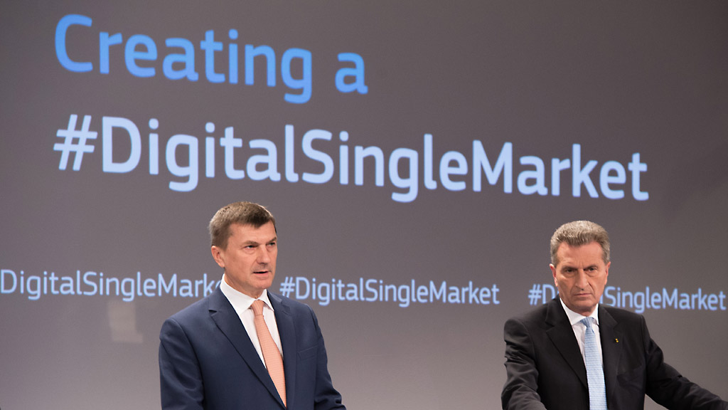 Andrus Ansip, on the left, and Günther Oettinger at a press conference for the digital single market.