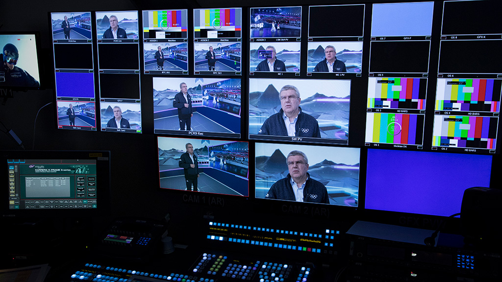 IOC President Thomas Bach during tour of the IBC. Photo: Greg Martin/IOC.